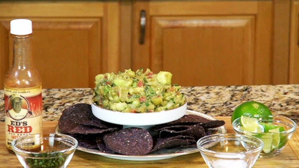 Chef/Humorist makes Guacamole